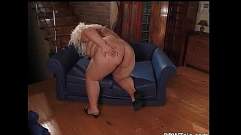 Big ass blonde milf pussy playing
