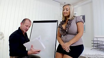Blonde fitonyashka with pleasure fucked early in the morning