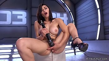 Busty hottie fucking machine solo