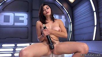 Busty hottie fucking machine solo
