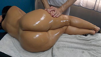Latina Biggest Oiled Ass Ever Seen Gets Spanking Fingering Pussy Fuck Sensual Massage by her Masseur 11分钟