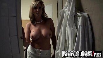 Jodie mash tits - Milf boss jodi west fucks her busboy - mofos