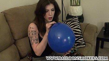 Latex ballons Alt tattoo teen blows up balloons