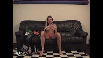 (dutch) Kim does striptease