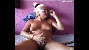 Ladyboy transex thumbs Biosonne cum travesti shemale