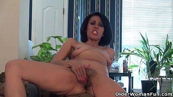 American milf Gipsy rubs her luscious love hole
