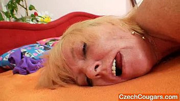 Blond-haired amateur lady first time flick