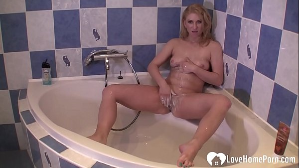 Blonde bangable stepmom fingers herself in the shower Thumb