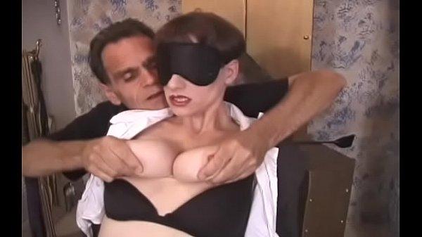 Девушка отжимается на сиськах видео