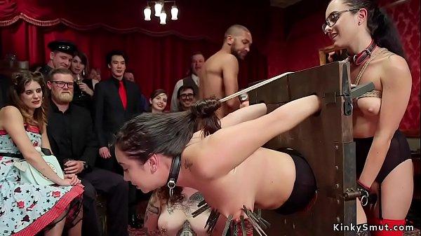 סרטי סקס Anal fucking and squirting at bdsm orgy