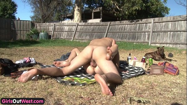 Young Aussie amateurs fucking outdoors