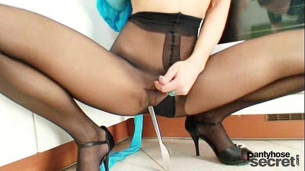 Hot legs babe Rachel Evans nylon pantyhose masturbation