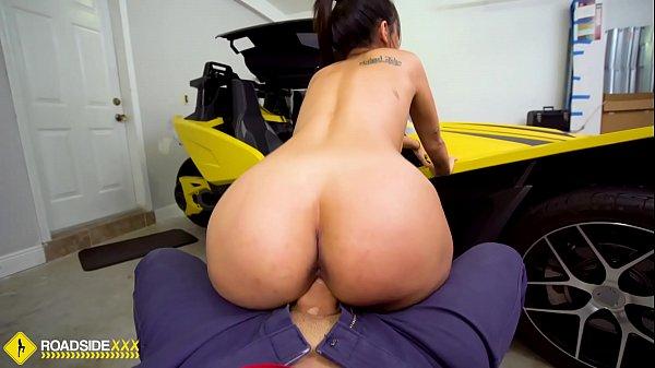 Roadside - cheating gf fucks her mechanic for cash Thumb