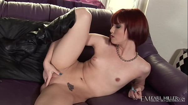 Delicious Red Elle Alexandra Bangs Her Bare Box In Hot Leather Getup! Thumb