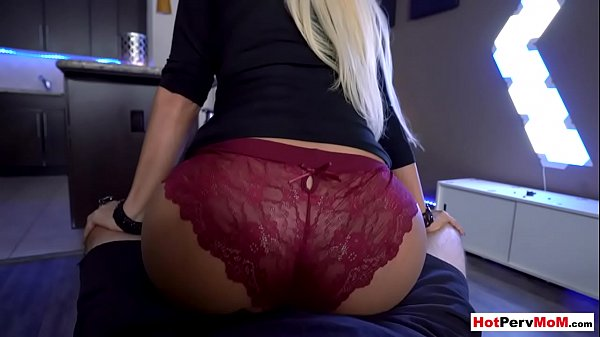 Classy mature stepmother surprising me with lapdance