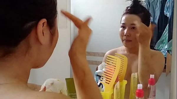 em Tram 18 tuoi Hau Giang bi lo clip tran truong 5 Thumb