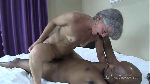 Баба писиет в рот мужику видео