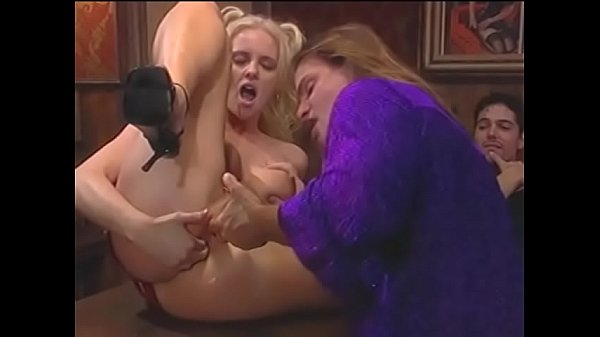 Young blonde bimbo with big knockers Hannah Harper was grateful to anchorman  who chose her as a winner in the wet T-shirt contest Thumb