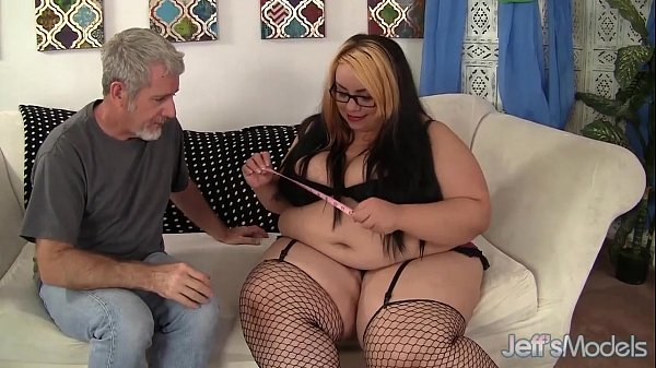 Chubby beauty Mia Riley hardcore fucking