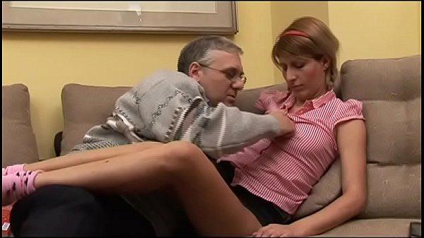 Девушка какает в лосины