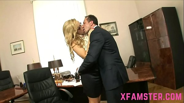 Slim amateur Chick Stepsister eager to taste last drop of cum face in office