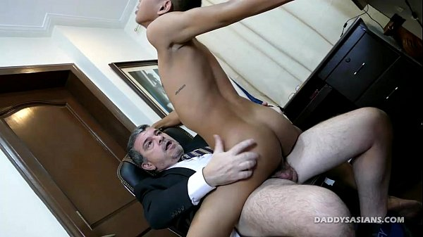 2018-12-25 23:28:39 - Asian Twink Barebacked By Daddy Mike 8 min  HD http://www.neofic.com