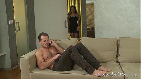 Секси мама хочет миньет