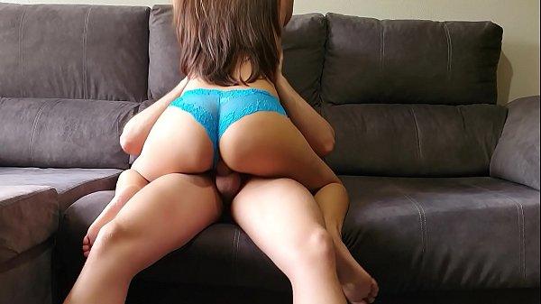 Sexo quente novinha gostosa transando no sofá