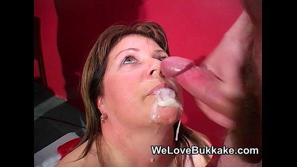 סרטי סקס Shooting cumshots into mature womans mouth