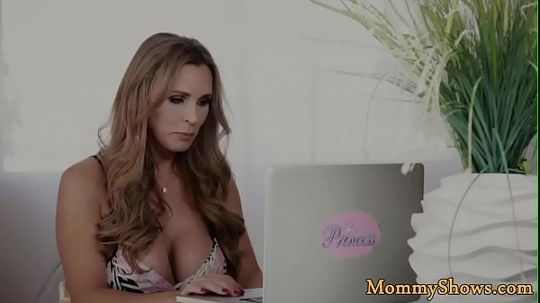 Домашний секс матери и сына реал