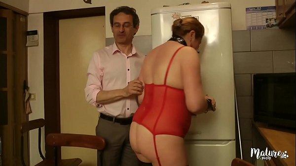 Diane, enculée à la chaine devant son mari