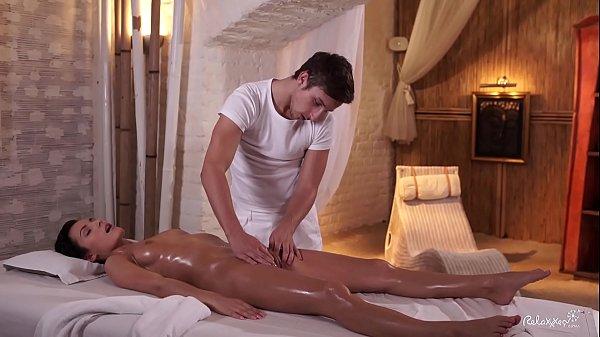 porno-video-foto-ero-massazh-v-turtsii-v-otele-yubkoy-hudenkih-devushek