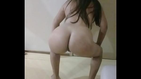 Garota novinha  cavalona tesuda rebolando no xvideos pornô