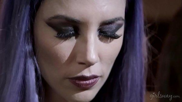Vampire mother's revenge - Shyla Jennings and Jelena Jensen Thumb