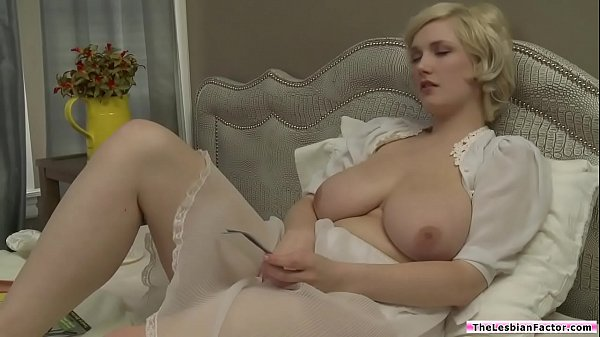 Milf scissoring with dyke room mate Thumb
