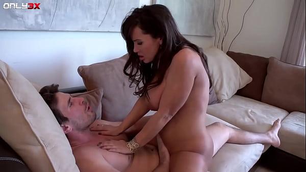 Milf pornstar Lisa Ann goes for a morning sex Thumb