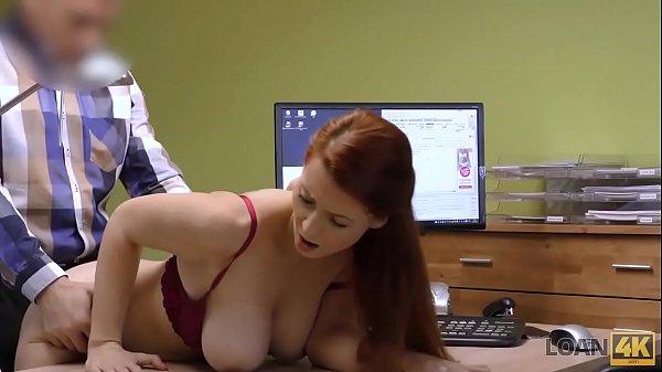 LOAN4K. Isabella le da a su vagina afeitada por follar para