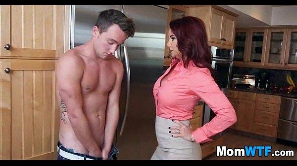 Молодые мамаши занимаются сексом фото