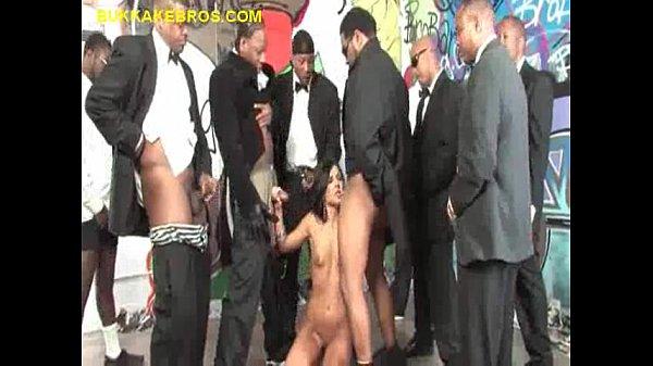 Много черных членов для одной порно