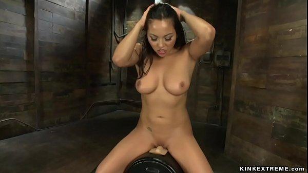 |Curvy Latina fucking machines solo Thumb