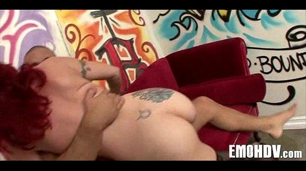 Зрелая секретарша раздевается и мастурбирует видео