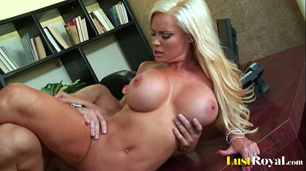 Busty blonde Diamond Foxx is ready for action Thumb