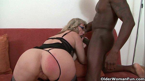 סרטי סקס Depraved milf devours a black cock