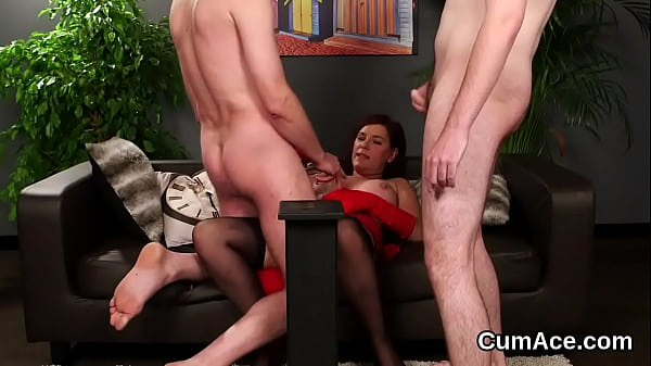 Unusual stunner gets cumshot on her face gulping all the juice Thumb