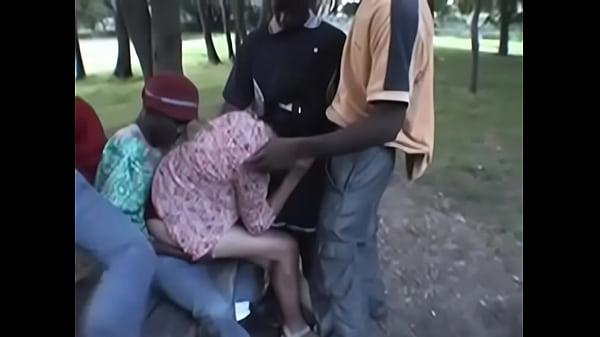 orgia interracial en el parque Thumb