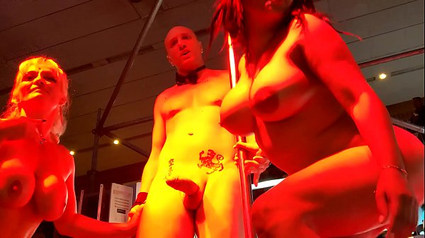 Threesome Live with Keisha Ortega, Mary Rider and Capitano Eric. He cum on their faces