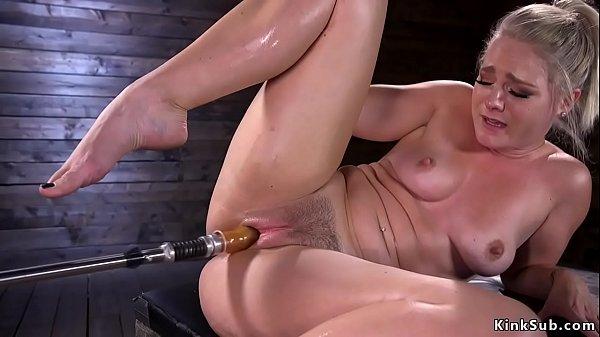 Big butt solo blonde fucks machines Thumb