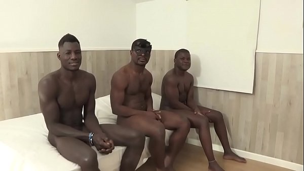 Vanesa wants the extreme: 3 BLACK COCKS for the Colombian MILF!