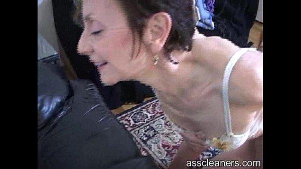 Зрелые девушки анилингус