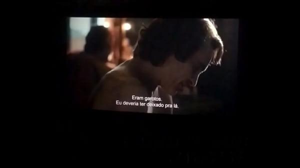Sexo no cinema amador!! Putinha safada batendo punheta pra realizador Baiano no cinema do shopping barra de Salvador. Filme Coringa . Sexo amador gangbang exibicionismo Menage Swing